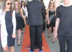 Мода меѓу редови